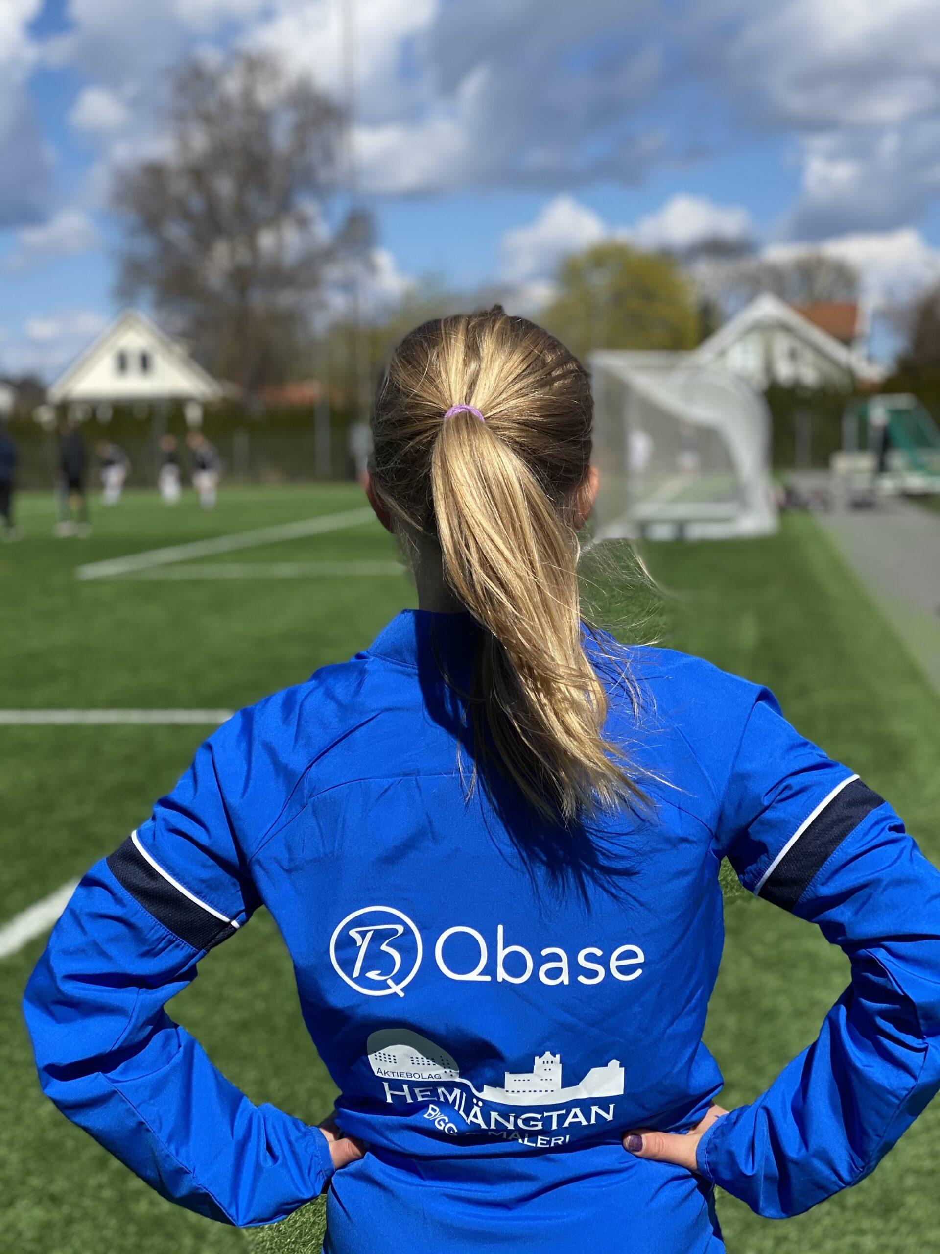 Qbase är 2021 stolt sponsor av ett av fotbollslagen på Lidingö.